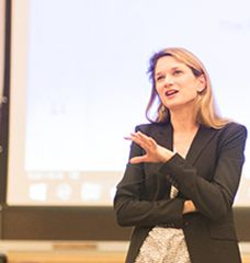 Professor Sarah Anzia speaking to a class